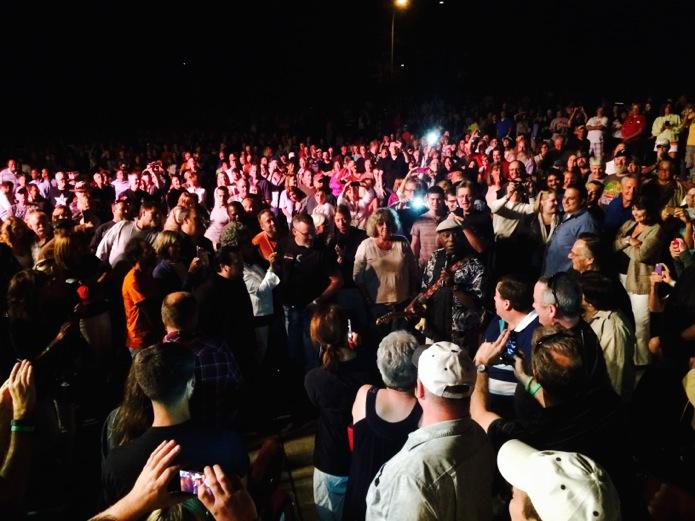 Buddy Guy concert_Budweiser bottoms_08